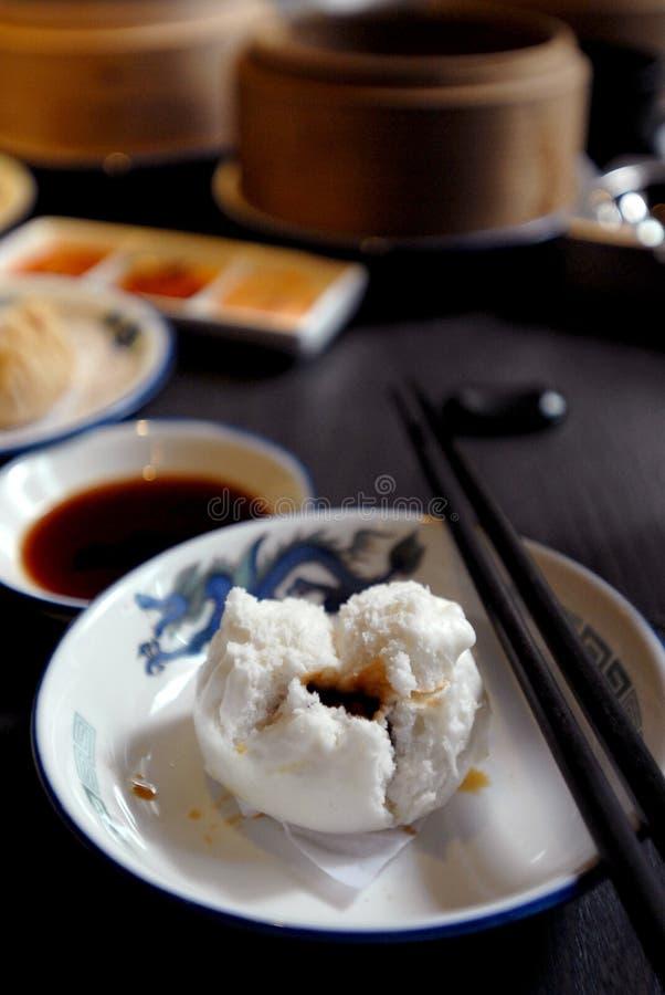 Nourriture asiatique : Somme obscure photographie stock