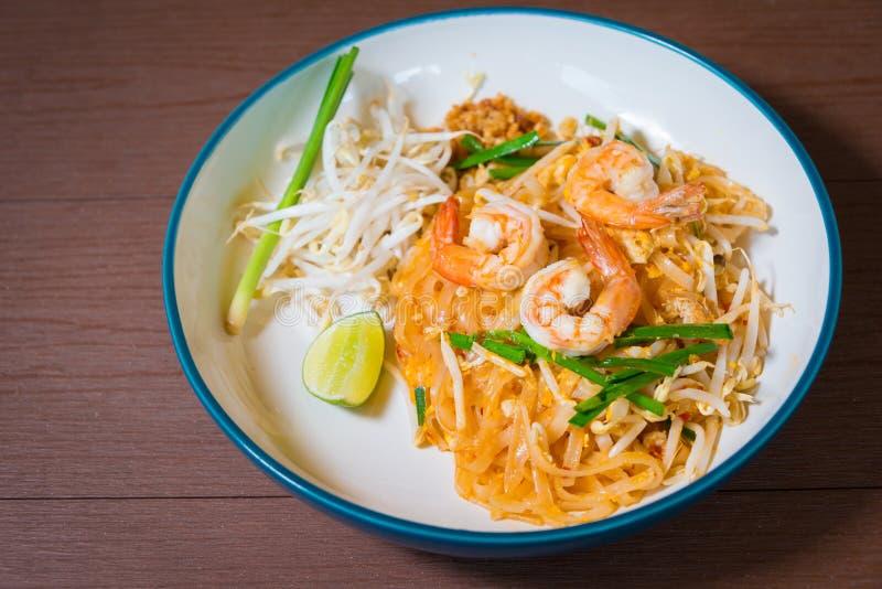 Nourriture célèbre préférée de Thail de nouille populaire frite par émoi thaïlandais de protection image libre de droits