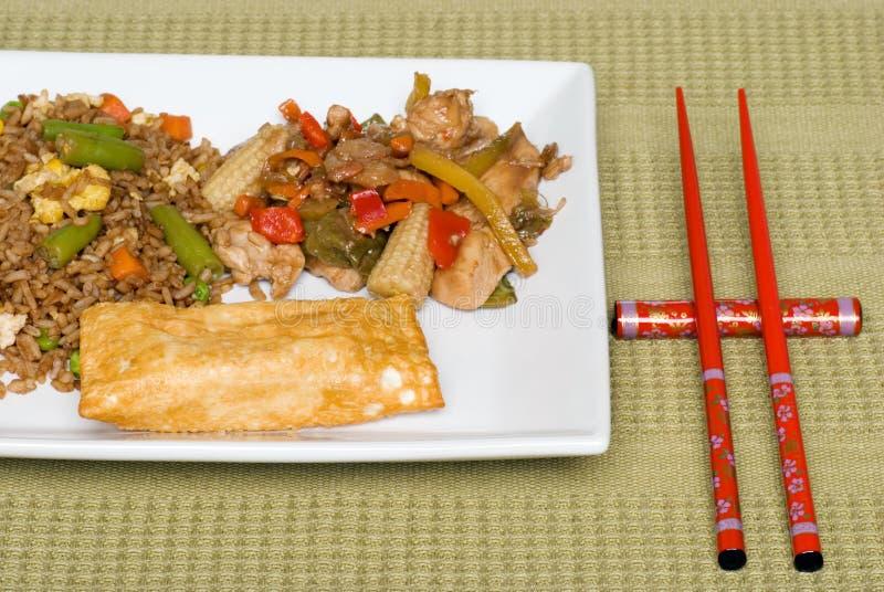 Nourriture chinoise avec le roulis d'oeufs photo stock