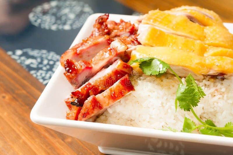 Nourriture chinoise--poulet blanc et porc grillé tout entier image stock