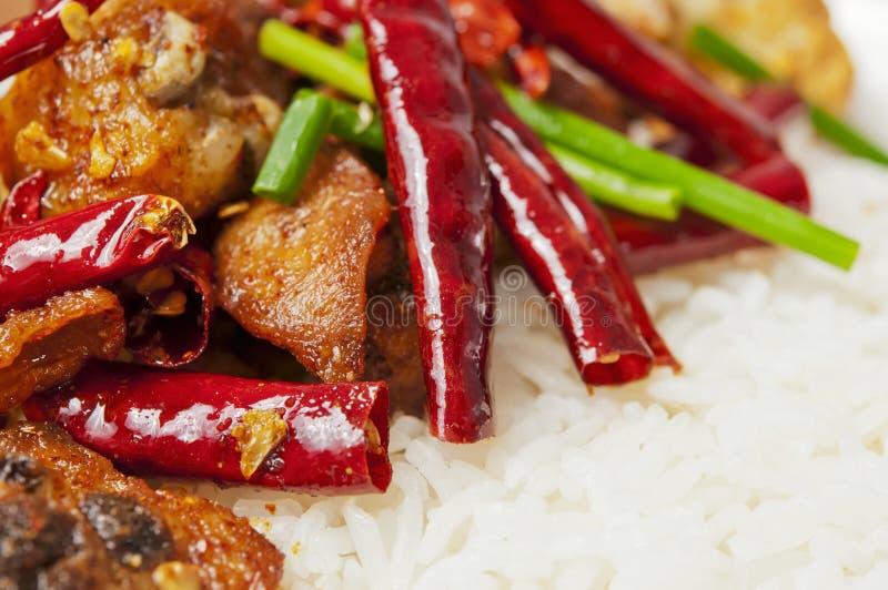Nourriture chinoise - poulet et chou-fleur épicés photographie stock