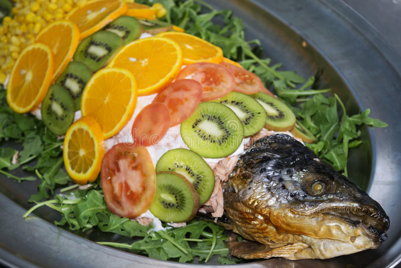 Nourriture dénommant dans un cours des poissons photos libres de droits