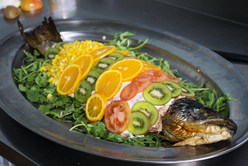 Nourriture dénommant dans un cours des poissons photo libre de droits