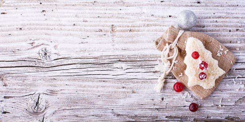 Nourriture d'amusement pour que des enfants et des adultes grillent le déjeuner de fête la nouvelle année de Noël du pain blanc d photo libre de droits