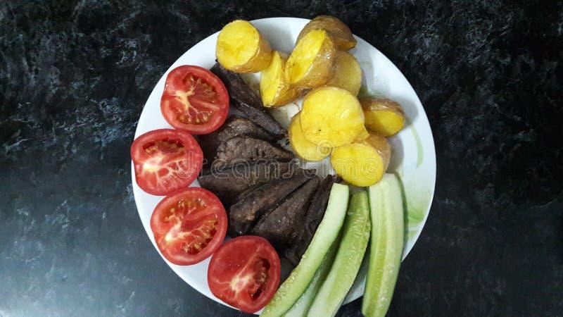 Nourriture de beauté sur la cuisine photos libres de droits