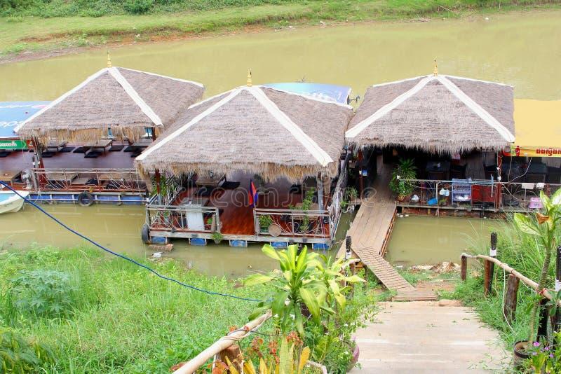 Nourriture de flottement de Khmer de rivière de restaurant, Cambodge photo libre de droits