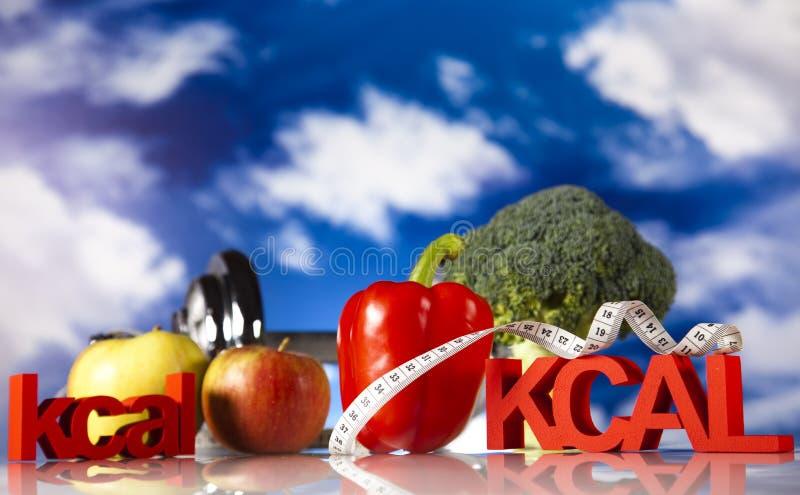 Nourriture de forme physique et ciel bleu image stock