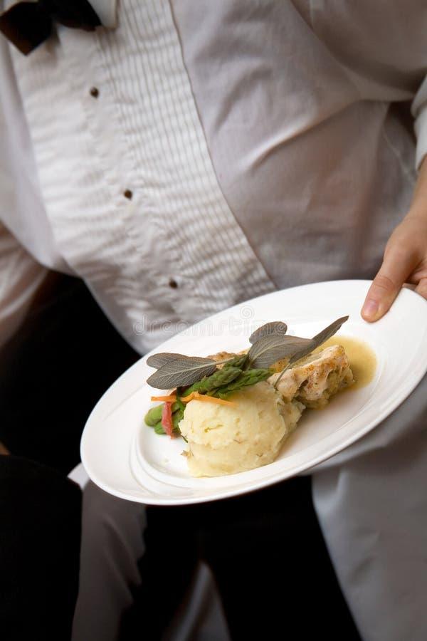 Nourriture de mariage étant servie image stock