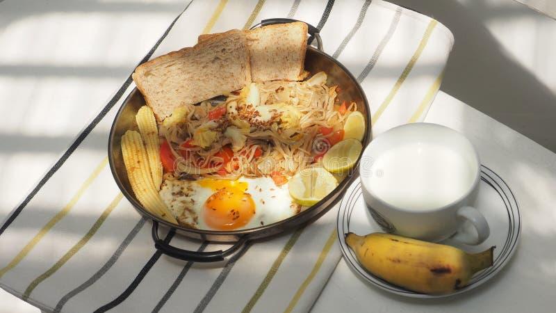 Nourriture de petit déjeuner et idée de menu de boissons pour l'ensemble de régime et de santé photos stock