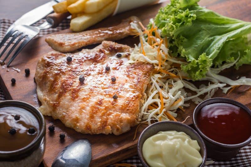 Nourriture de rue de bifteck de côtelette de porc image stock
