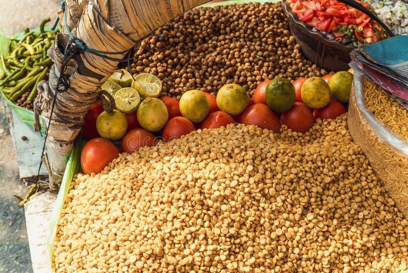 Nourriture de rue sur le marché indien photo stock
