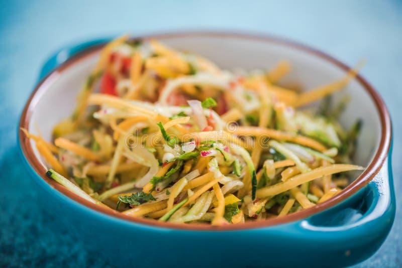 Nourriture de salade de Butternut, vibrante et saine image stock