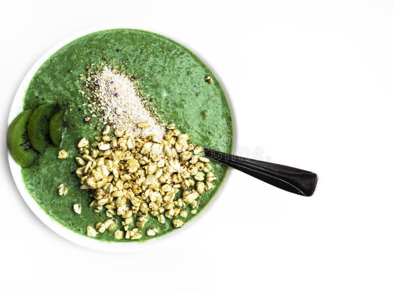 Nourriture et boisson, concept sain de mode de vie, de r?gime et de nutrition Smoothie vert avec les ?pinards organiques de chaux images stock