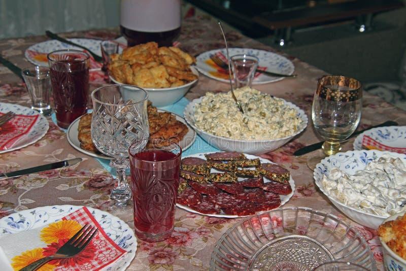 Nourriture et boisson sur la table de vacances images stock