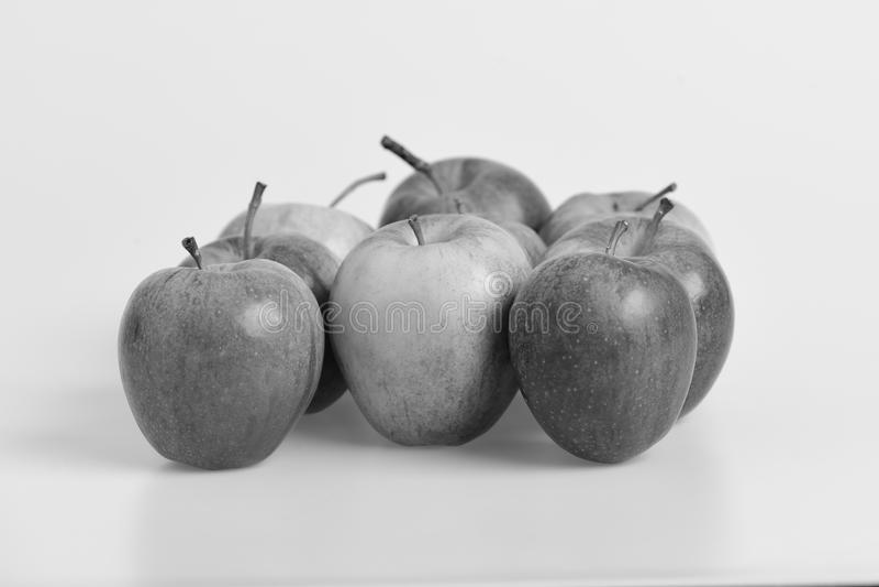 Nourriture et concept sain de mode de vie Groupe de fruit dans la fin  Pommes dans des couleurs rouges lumineuses et juteuses sur images stock