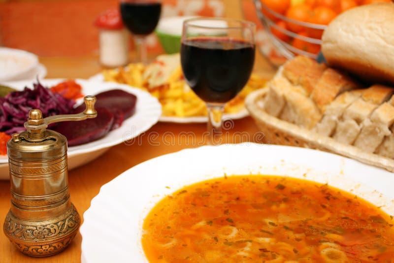 Nourriture et rectifieuse de potage de vin photos stock