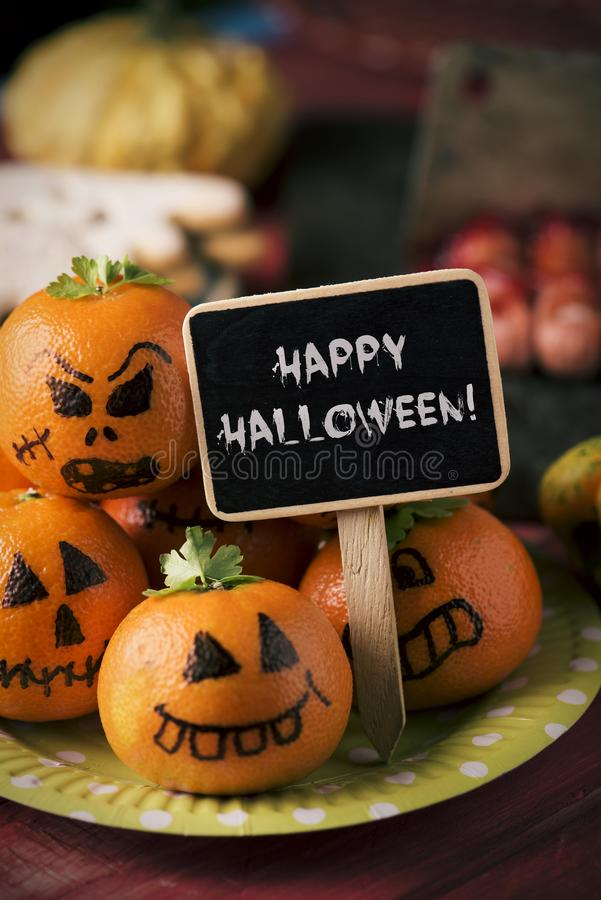 Nourriture et texte effrayants Halloween heureux image stock