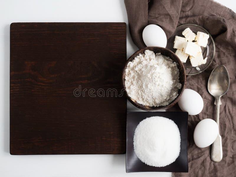 Nourriture faite maison Ingrédients pour la pâte photographie stock libre de droits