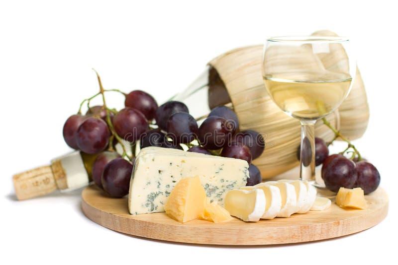 Nourriture gastronome - vin, fromage et raisins image libre de droits