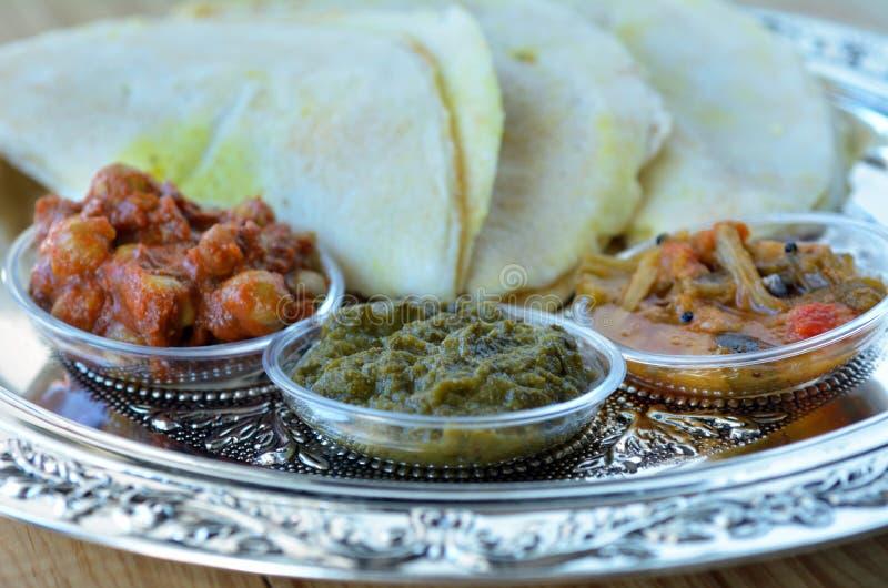 Nourriture indienne, Masala Dosa avec le Sambar et Channa Masala photos stock