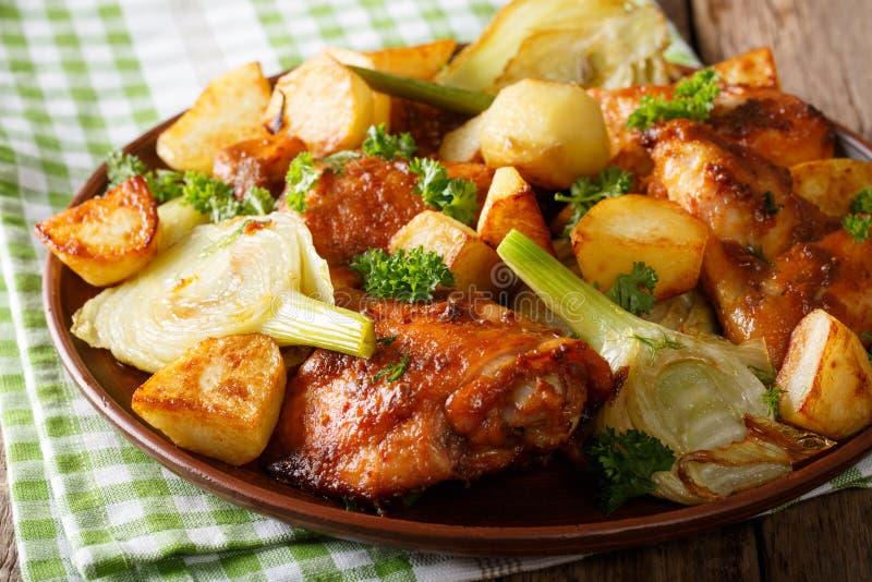 Nourriture marocaine les morceaux de poulet ont fait cuire au four avec le fenouil et les - Cuisiner le fenouil au four ...