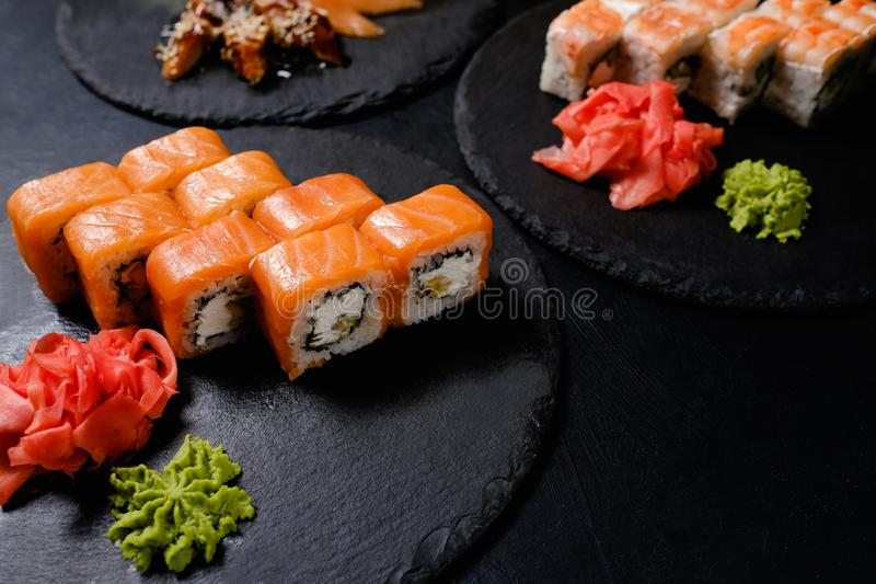 Nourriture orientale traditionnelle de petits pains de sushi de Philadelphie photo stock