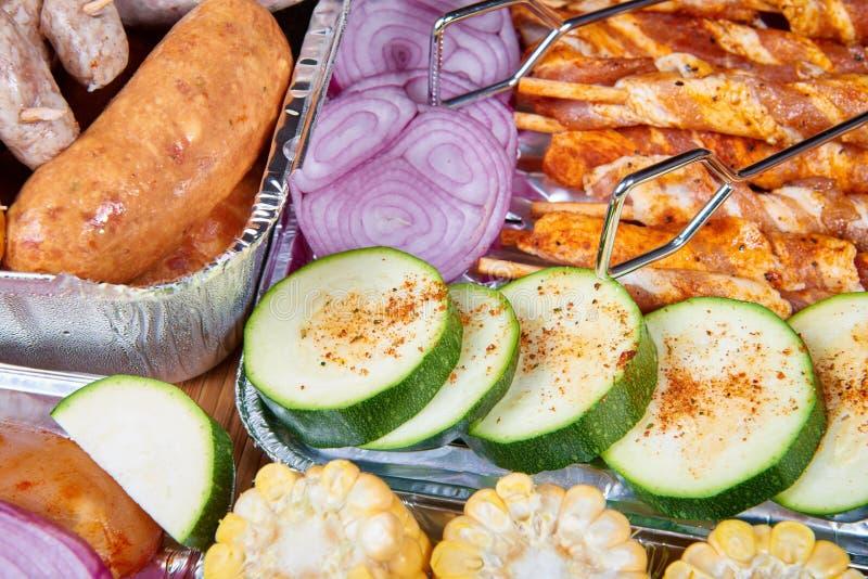 Nourriture préparée pour griller photos stock
