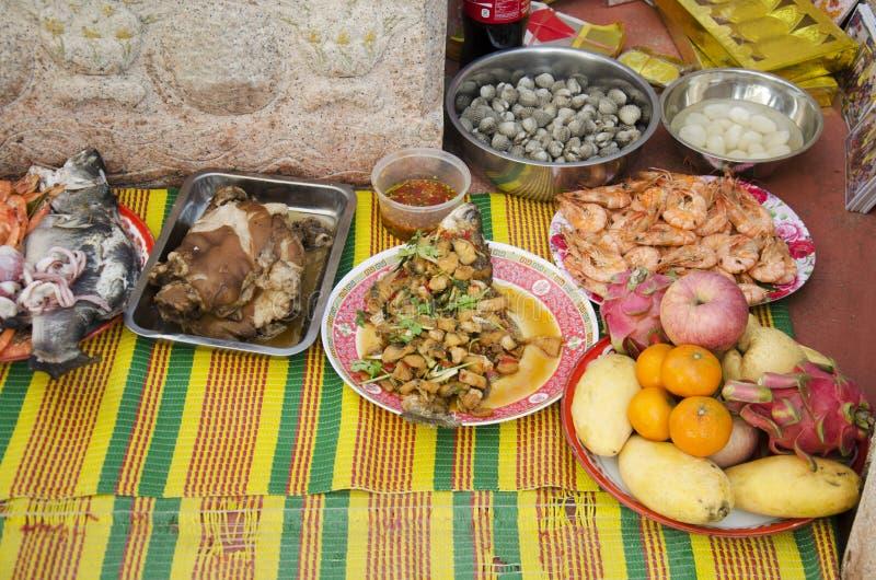 Nourriture réglée et fruit de culture chinoise de offre sacrificatoire pour a images stock