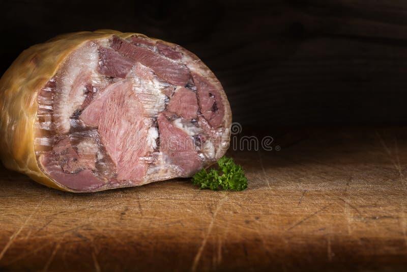 Nourriture roumaine traditionnelle - aspic de porc ou photos stock