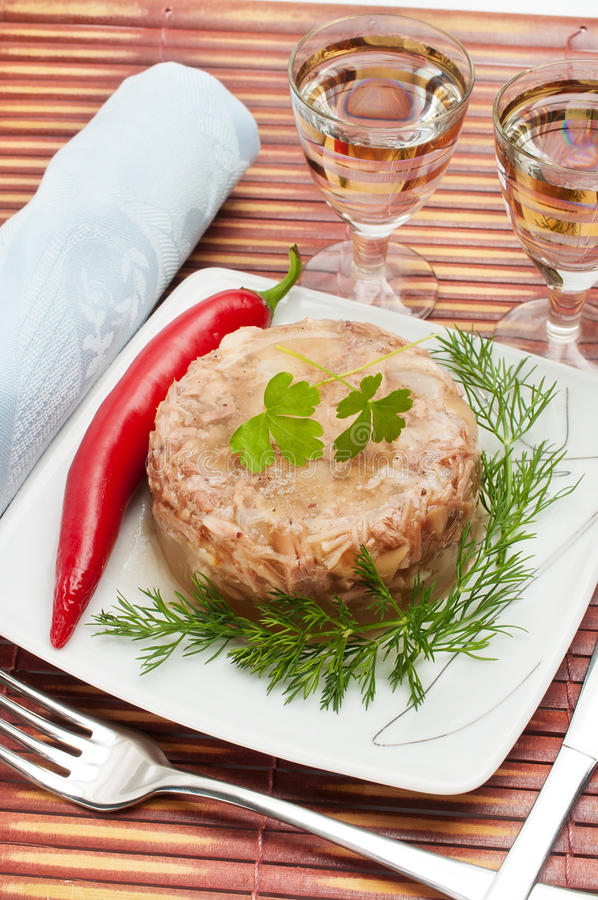Nourriture russe traditionnelle. Gelée de viande d'aspic images stock