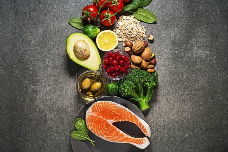 Nourriture saine avec les poissons saumonés photo libre de droits