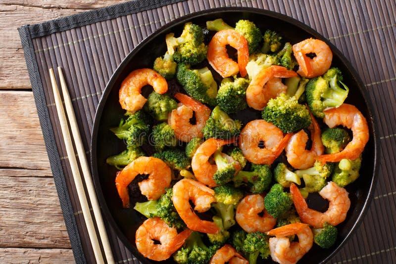 Nourriture saine : crevette de sauté avec le plan rapproché de brocoli horizontal images libres de droits