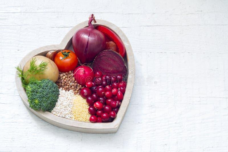 Nourriture saine dans le signe de coeur du mode de vie sain photos libres de droits