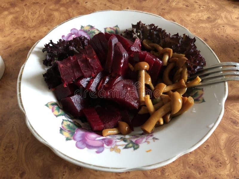 Nourriture saine de plat fait maison d'un plat blanc photographie stock