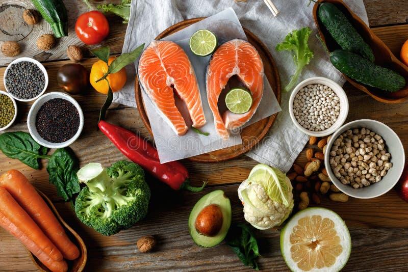 Nourriture saine de vue sup?rieure faisant cuire la nourriture saine de nourriture d'alimentation saine image libre de droits