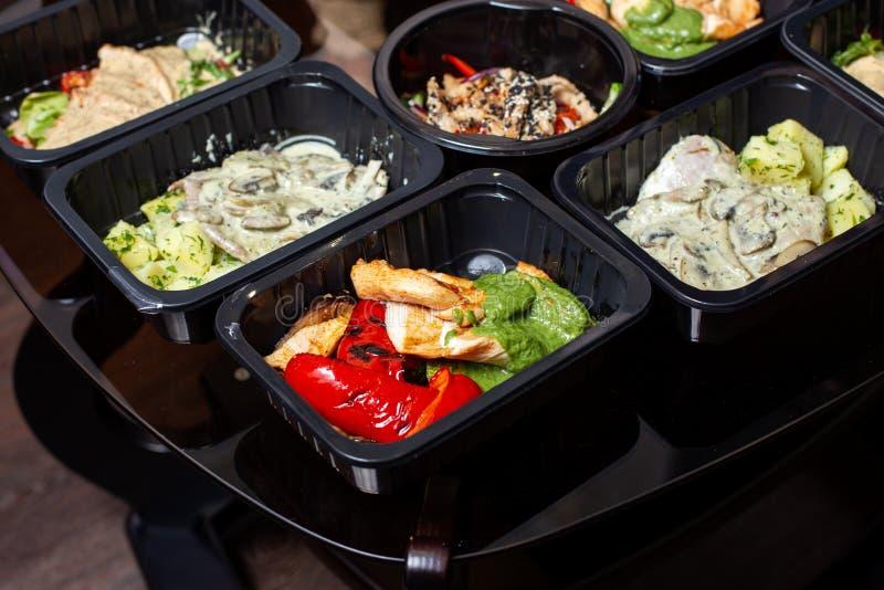 Nourriture saine et concept de régime, la livraison de plat de restaurant photographie stock libre de droits