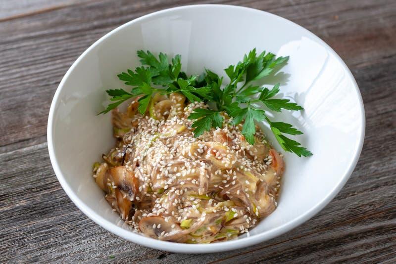 Nourriture saine Pâtes de Vegan faites de farine de sarrasin avec le sésame, z photos stock