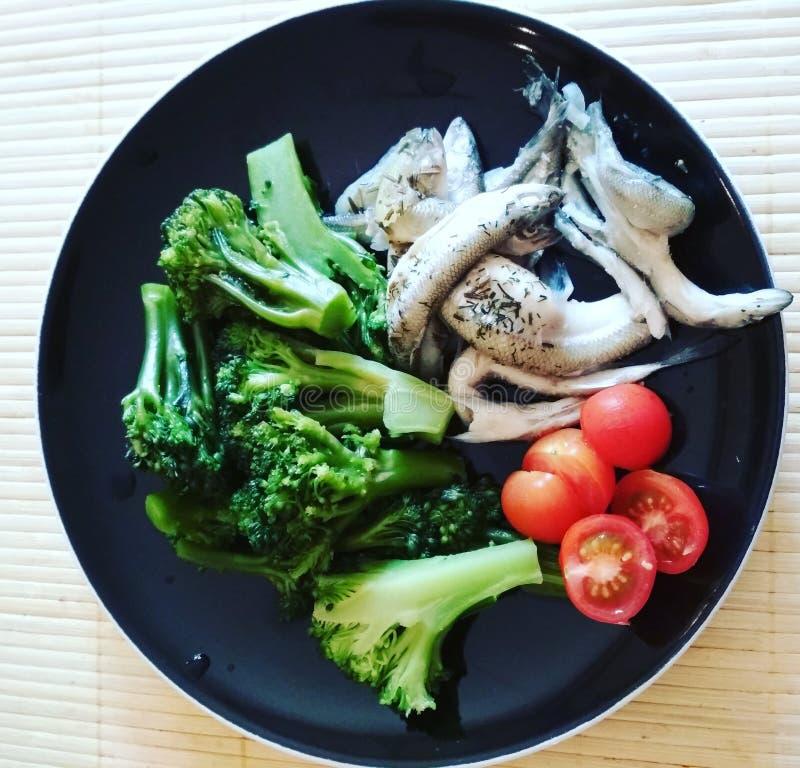Nourriture saine savoureuse pour tous ce qui veulent être minces et sportifs dîner image libre de droits