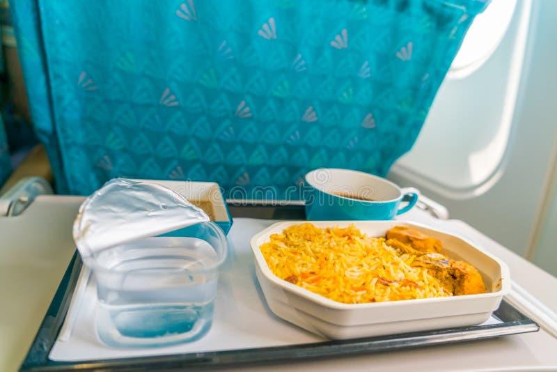 Nourriture saine sur l'avion avec du café photographie stock libre de droits