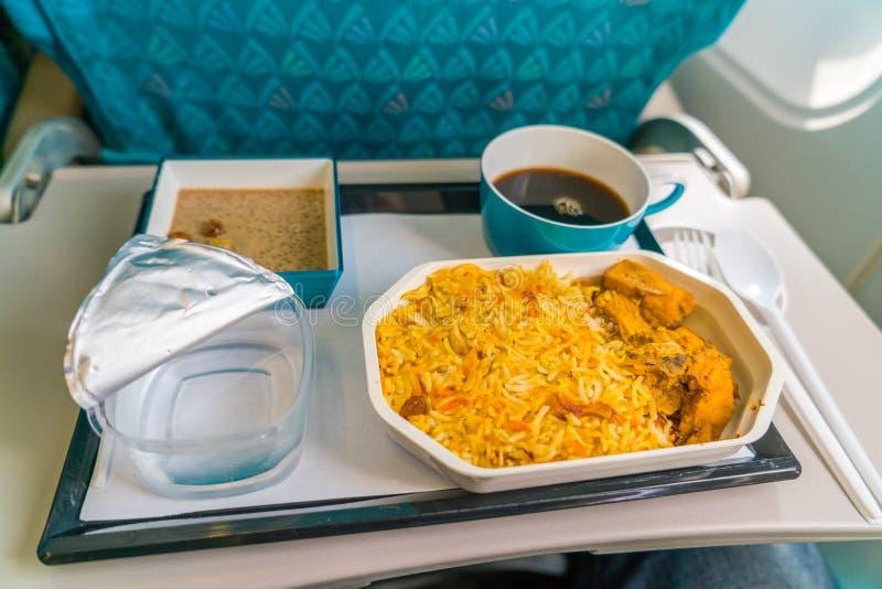 Nourriture saine sur l'avion avec du café photo stock