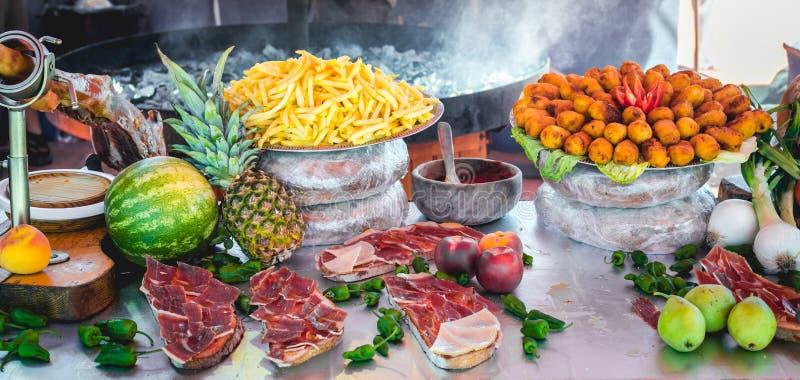 Nourriture savoureuse délicieuse de rue à un marché en Espagne photo libre de droits
