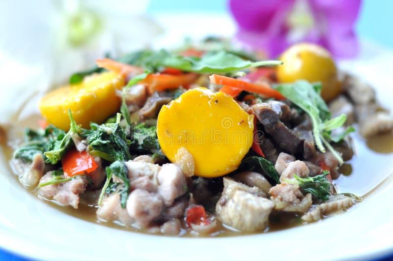 Nourriture thaïlandaise Basil Chicken image libre de droits