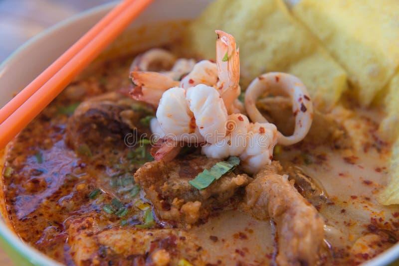 Nourriture thaïlandaise de soupe épicée à ` de goong de Tom de ` yum images stock