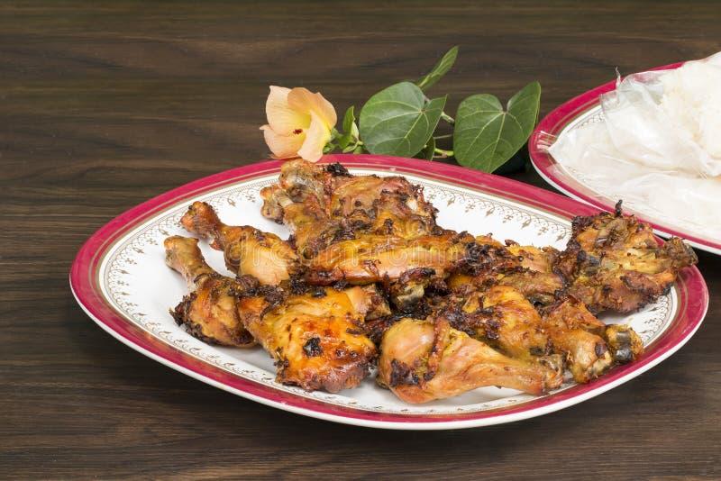 Nourriture thaïlandaise et menu traditionnel Poulet rôti et riz collant avec le plat sur le bois photo stock