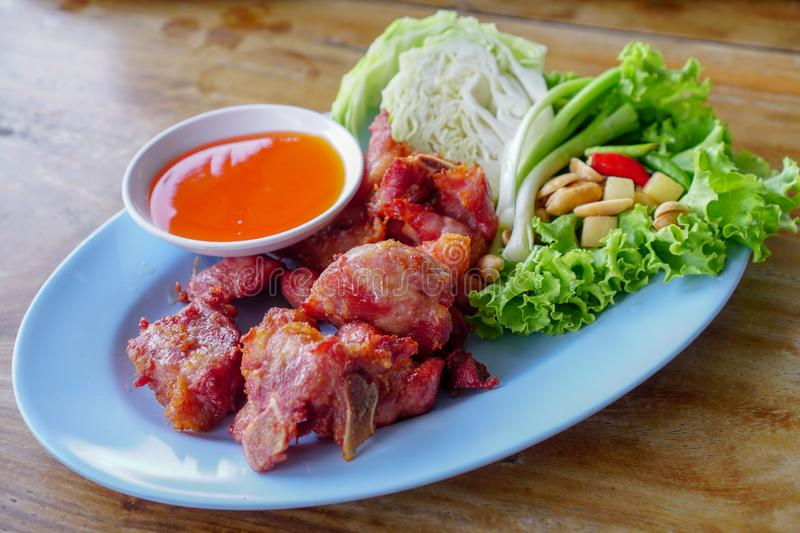 Nourriture thaïlandaise, Fried Fermented Spare Ribs 2 photos libres de droits