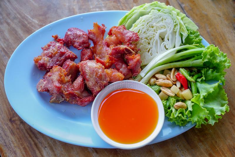 Nourriture thaïlandaise, Fried Fermented Spare Ribs de gare photo stock