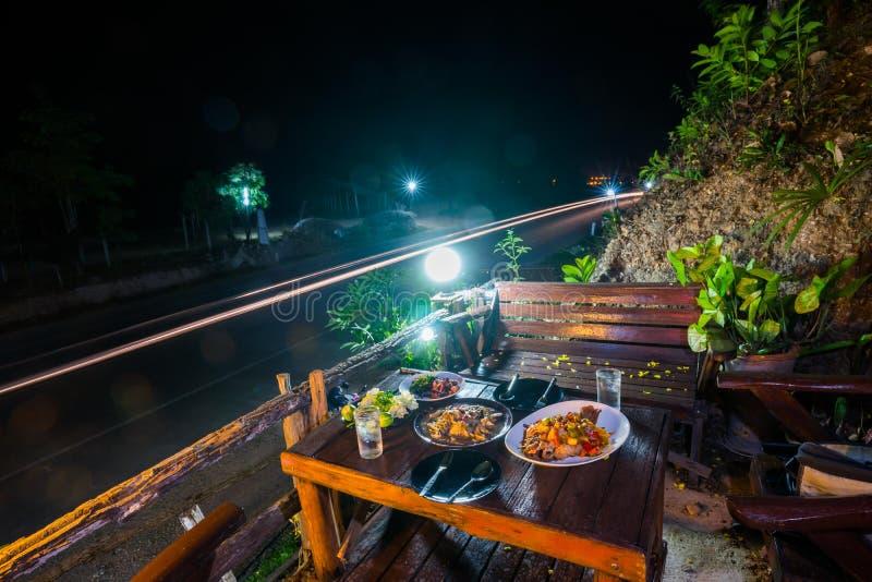 Nourriture thaïlandaise réglée pour le repas image libre de droits