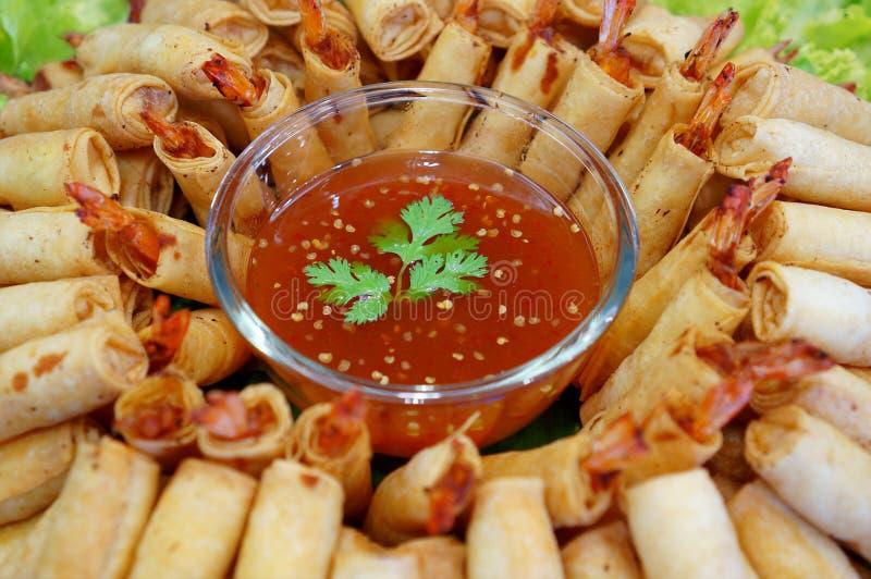 Nourriture traditionnelle chinoise croustillante de petits pains de ressort image stock