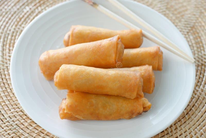 Nourriture traditionnelle chinoise croustillante de roulis de source photographie stock libre de droits