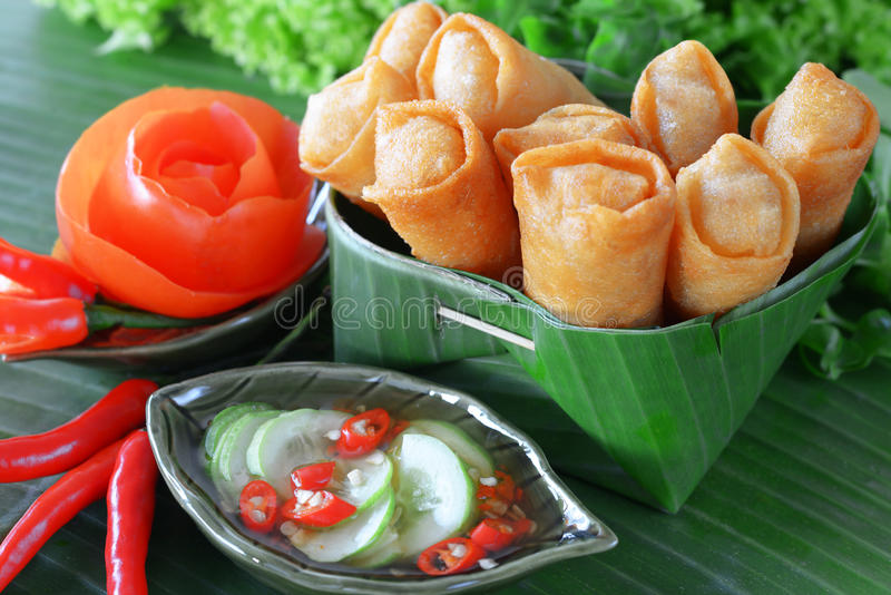 Nourriture traditionnelle chinoise croustillante de roulis de source photo stock